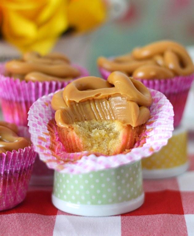 bolinho-cupcake-de-fuba-com-doce-de-leite-3